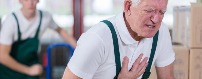 Dolore al petto sinistro o destro: cause, sintomi e rimedi