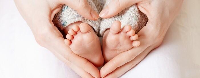 Salute della mamma e del bambino: parto, allattamento e tumori pediatrici