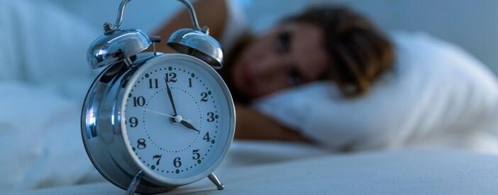 Insonnia: quando diventa cronica? Cause, cure, sintomi e conseguenze