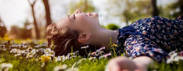 Salute nel verde anche a casa: benefici e attività fisica dello stare in mezzo alla natura